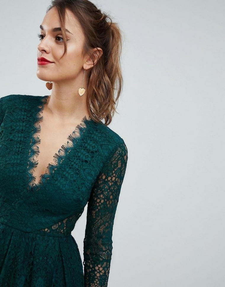 Abbigliamento economico per una cerimonia con vestito di Asos di colore verde e pizzo