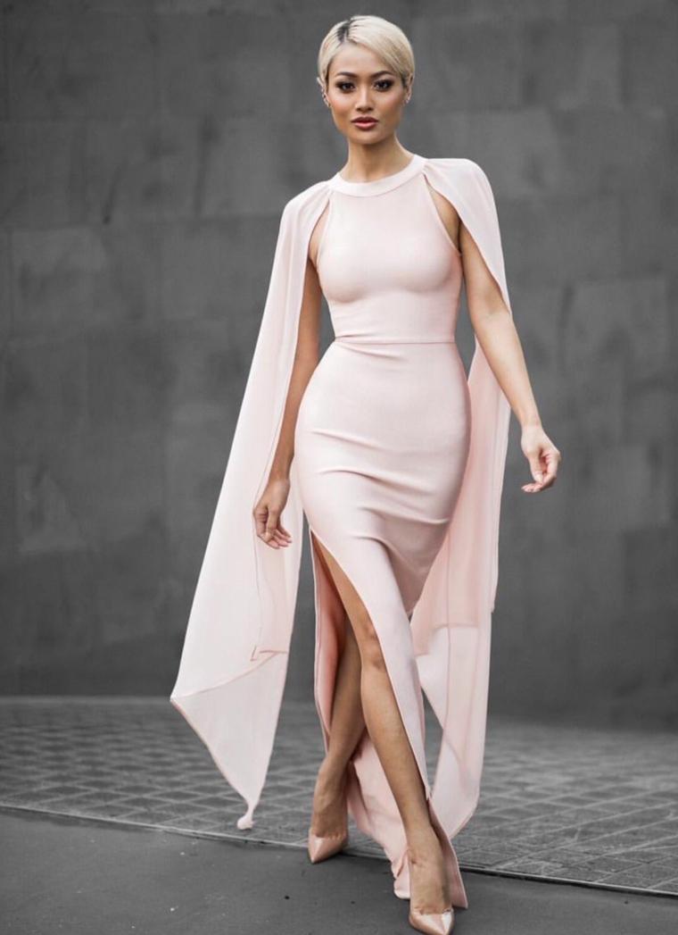 Idea abbigliamento matrimonio con abiti da cerimonia lunghi, idea con un vestito rosa con spacco laterale
