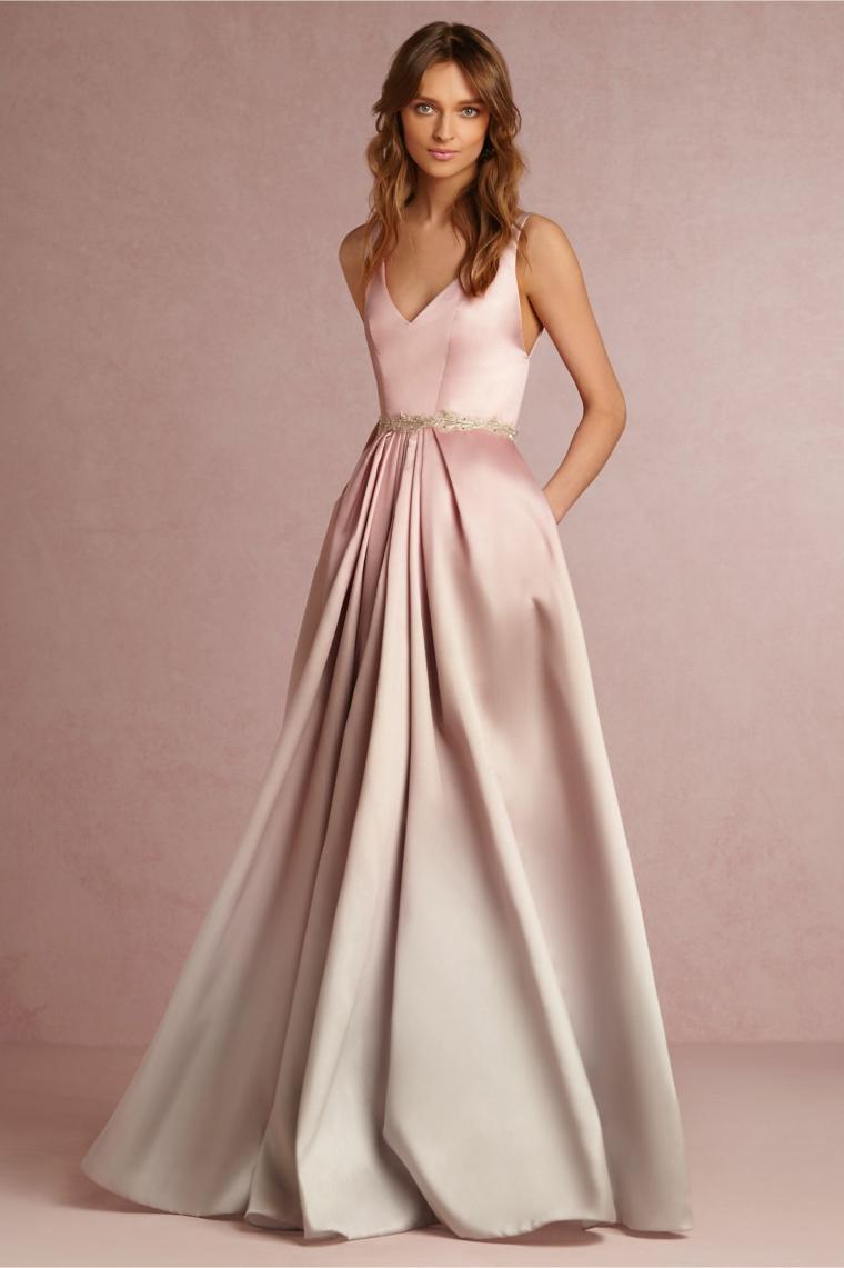 Vestito di raso colore rosa con bustino e parte bassa leggermente plissettata