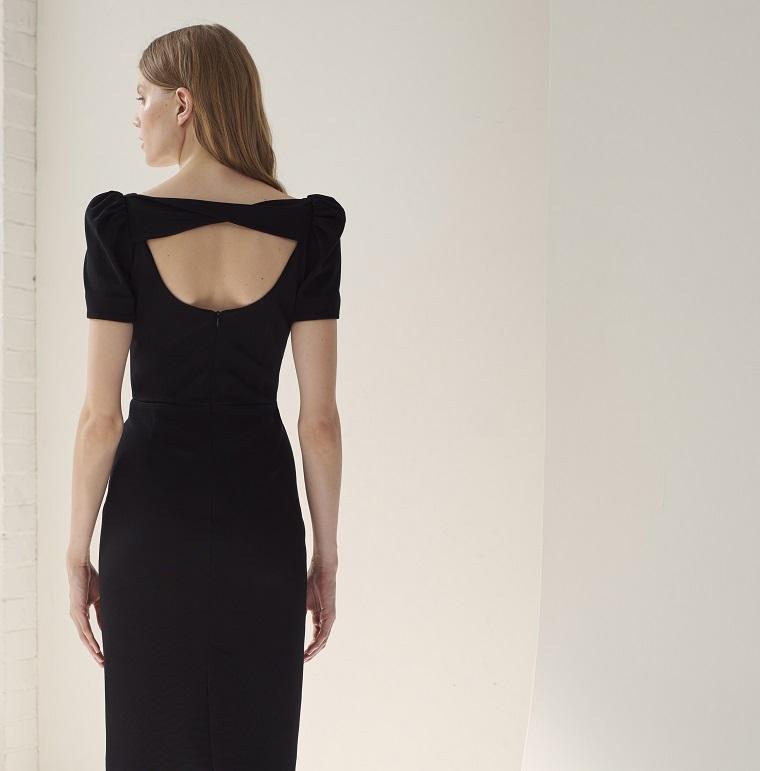 Idee abbigliamento e abiti da cerimonia lunghi, vestito nero con schiena scoperta