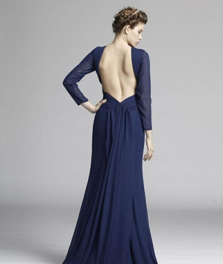 Abiti da cerimonia lunghi e un'idea di abbigliamento con vestito di colore blu e schiena scoperta