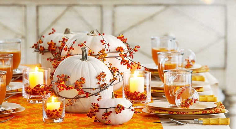 Paesaggi autunnali e un'idea per la decorazione della tavola con zucche e rametti di bacche