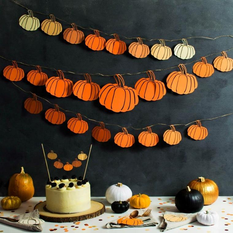 Zucca di Halloween disegno, ghirlande di zucche di carta attaccate ad una parete di colore nero
