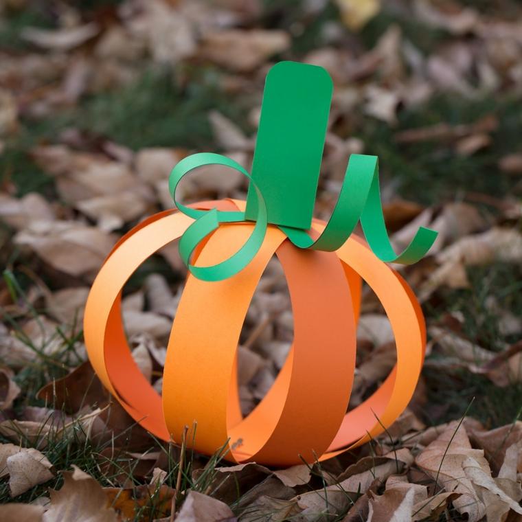 Zucca di Halloween disegno, decorazione di carta colorata di verde e arancione