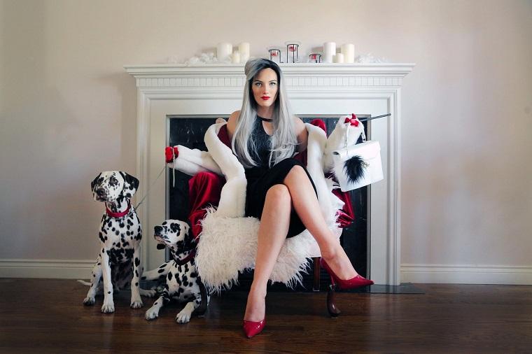 Come vestirsi ad Halloween per assomigliare a Cruella de Vil con trucco e abbigliamento