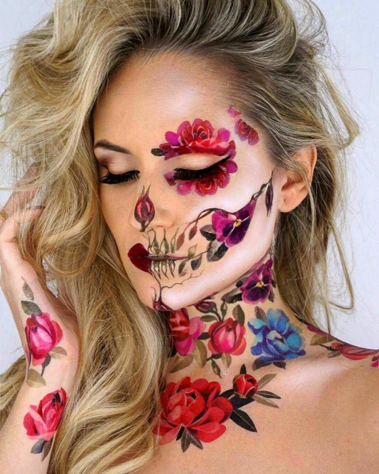Trucchi per Halloween viso, ragazza con disegni di fiori sul viso e sul collo