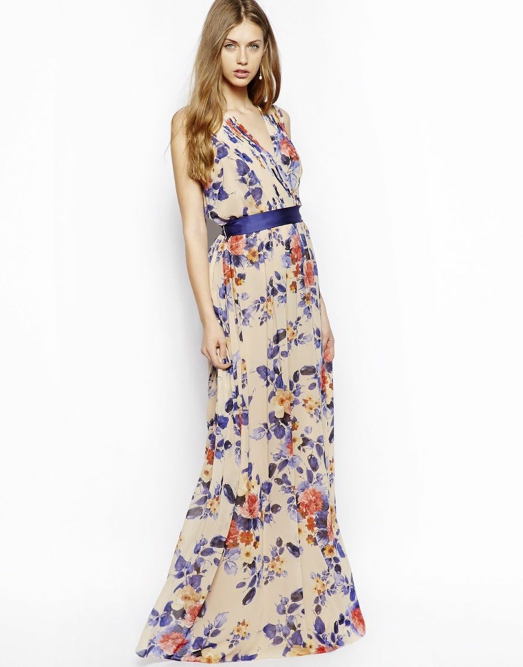 Abiti da cerimonia economici, idea abbigliamento con un vestito lungo stampa floreale