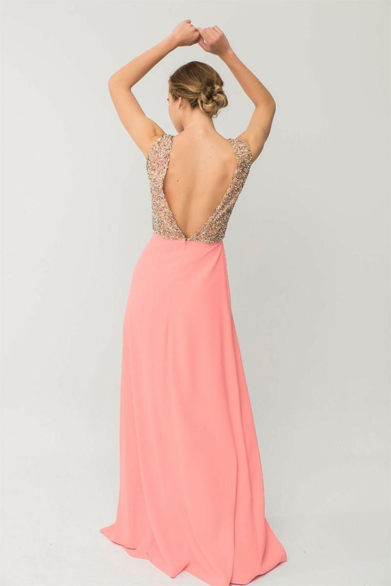 Abito schiena scoperta di colore rosa con bustini decorato con piccoli brillantini e lustrini