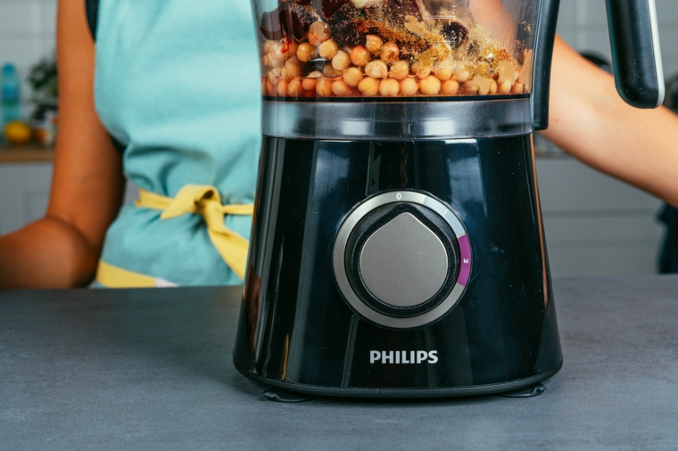 Frullatore marchio Philips, ceci bolliti e barbabietole rosse, hummus ricetta
