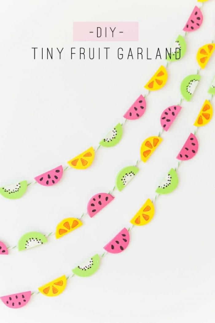 Idea per decorare le pareti con delle ghirlande di frutta esotica