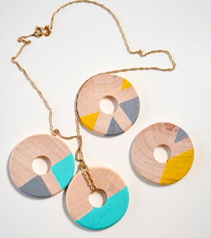 Idee artigianali e una proposta con una collana fai da te con dischi di legno colorati