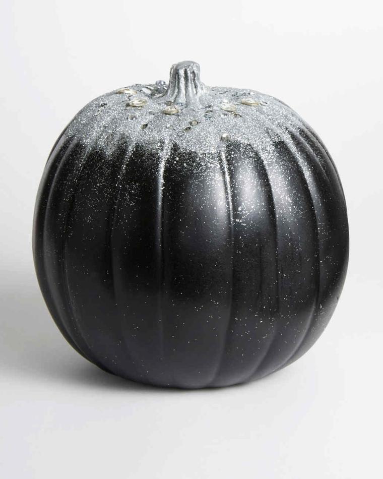 Come non far marcire zucca di Halloween, un'idea con decorazione polvere di colore argento