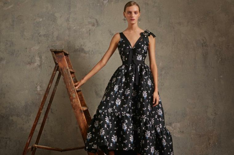 Vestito firmato hm con scollatura a V e a ruota, stampa floreale su un tessuto di colore nero