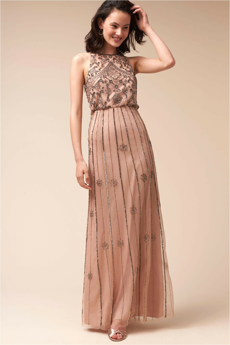 652bf76077e8 Vestiti firmati e una proposta di abbigliamento con un abito di colore rosa  con tulle Abiti da cerimonia lunghi  tutte le novità della moda in più di  100 ...