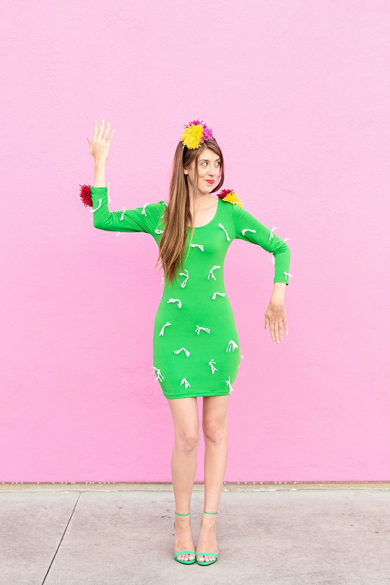 Costumi Halloween ragazza, un'idea travestimento da cactus con abito verde e decorazioni con pom pom di lana