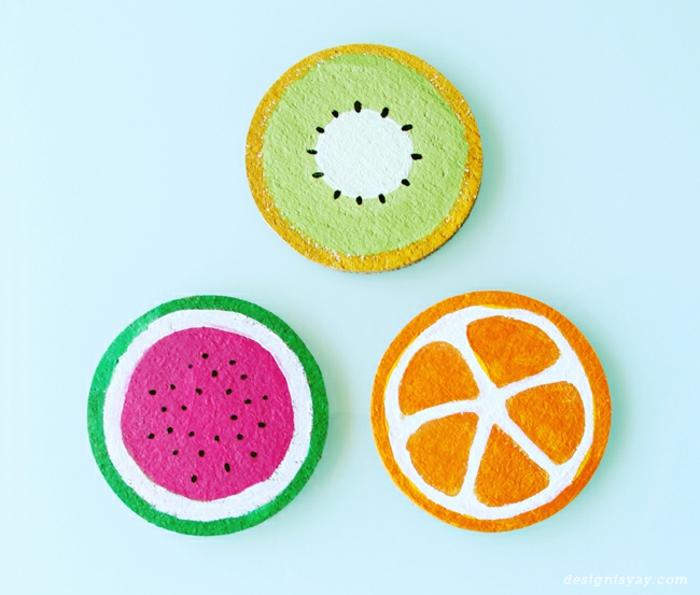 Idee lavoro creativo fai da te per realizzare dei sottobicchieri di sughero colorati