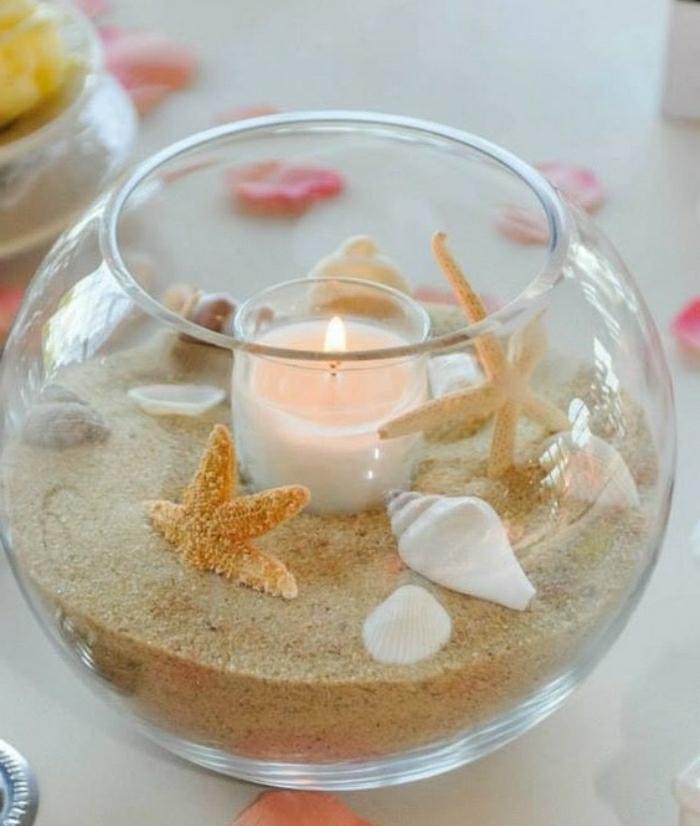 Alcune idee artigianali per decorare la casa, terrarium con sabbia, conchiglie e candela