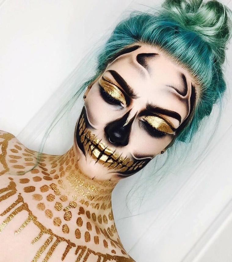 Trucco Halloween ragazza, make up scheletro con sfumature e ombretto di colore oro glitterato