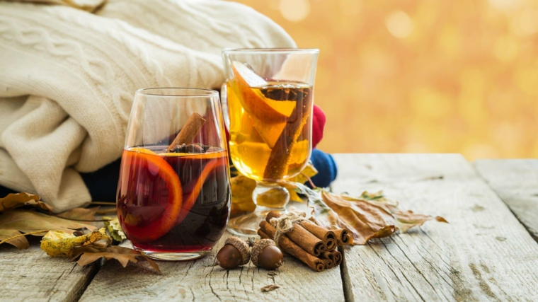 Suggerimenti immagini autunno con delle bevande calde alla cannella e arancia