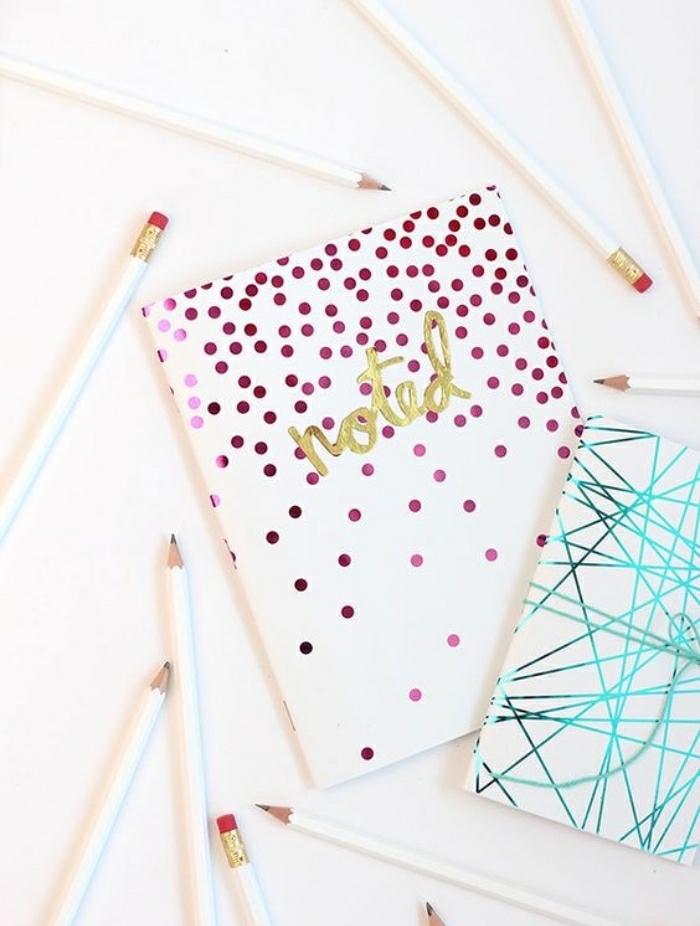 Idee lavoro artigianale con un quaderno decorato con sticker carta colorata