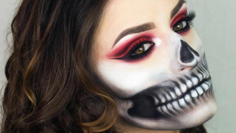 Trucchi Halloween facili, ragazza truccata da scheletro e con ombretto di colore rosso e bianco
