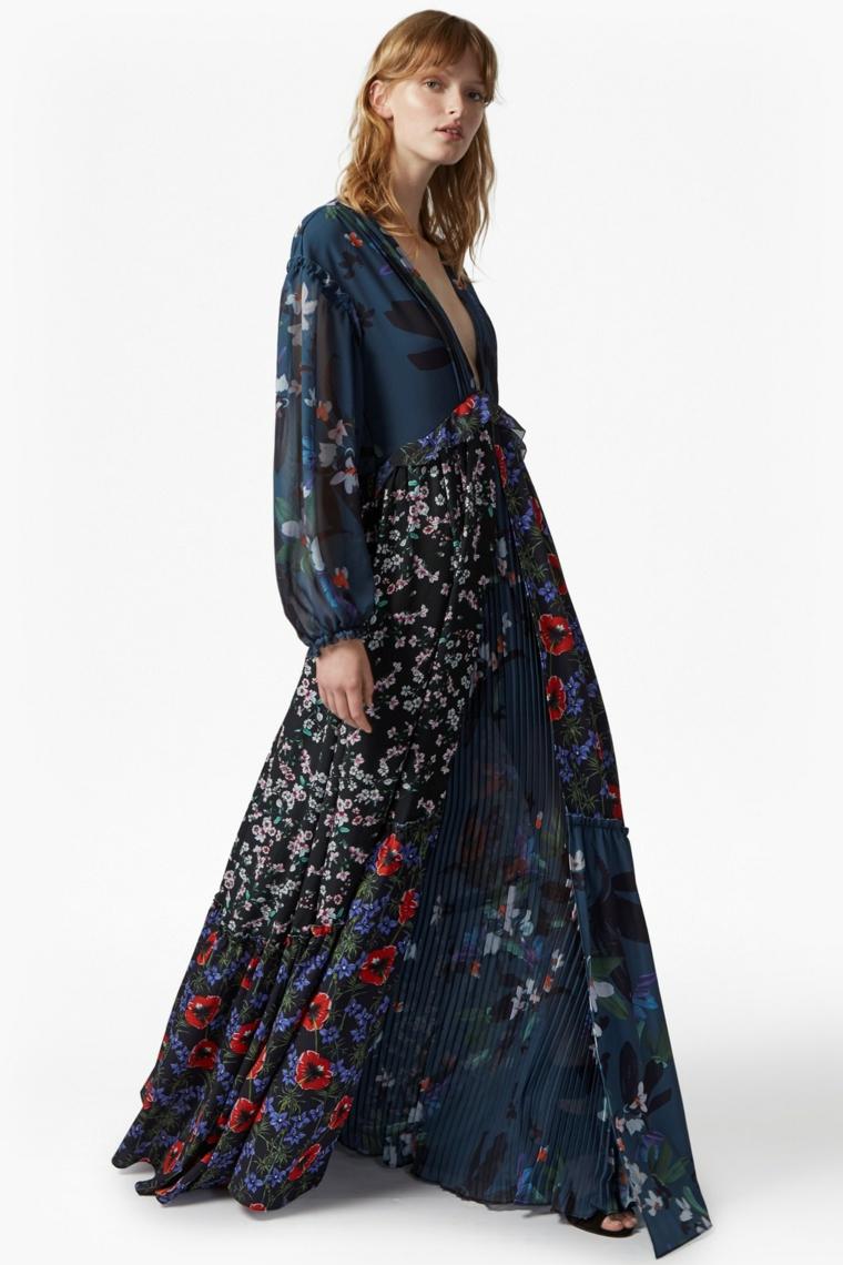 Vestito lungo plissettato di colore blu con stampa floreale ideale per una cerimonia estiva di sera