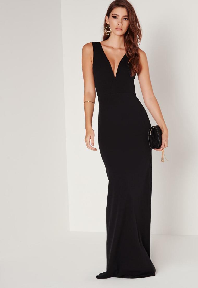 Vestito lungo di colore nero da cerimonia serale con una scollatura profonda a V