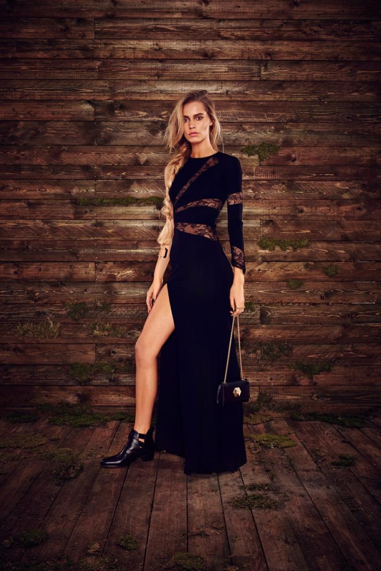 Idea abbigliamento cerimonia di sera con un abito di colore nero e spacco laterale