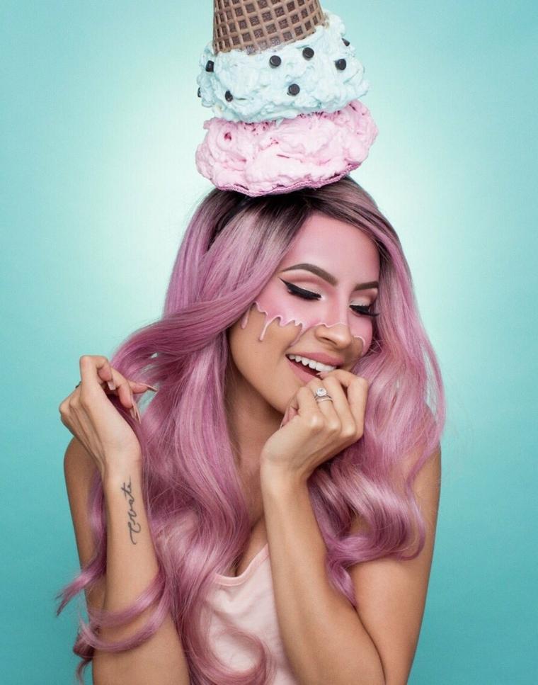 Trucchi Halloween facili, idea per un make up da gelato con la faccia dipinta di rosa