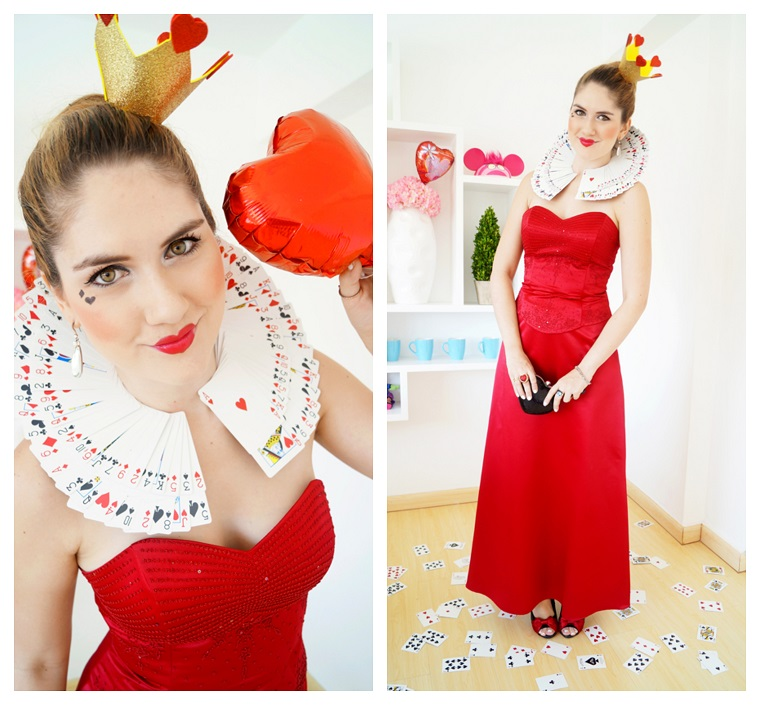Costumi Halloween originali, ragazza vestita con un abito lungo rosso con una collana di carte