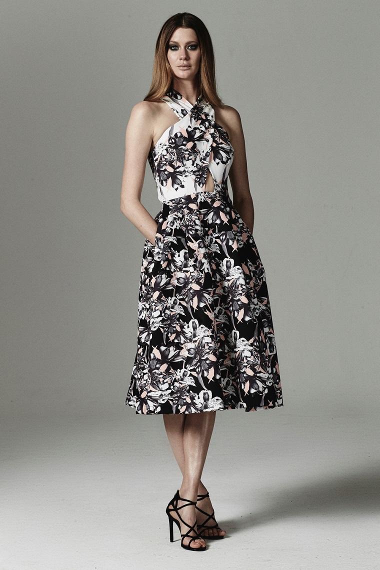 d291dd93a0e9 Vestiti firmati e una proposta con un abito lungo e stampe floreali con  parte alta a Abiti da cerimonia lunghi  tutte le novità della moda in più di  100 ...