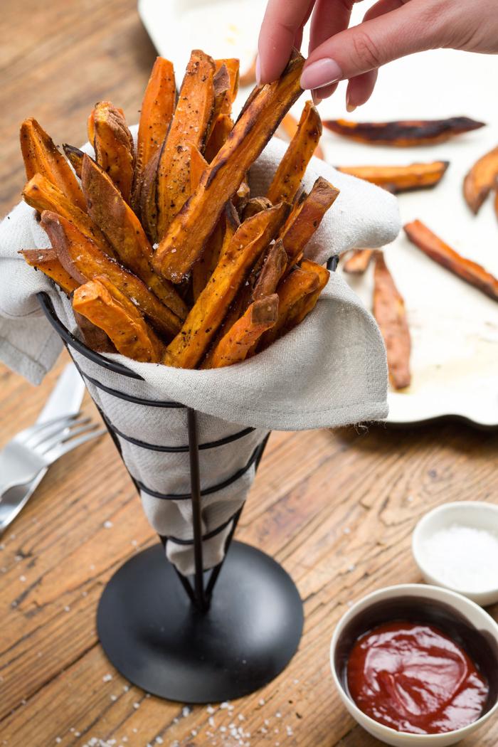 Finger food veloci e un'idea con delle patate dolci fritte con salsa rossa