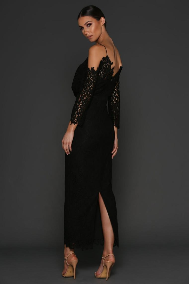 Vestito nero e lungo con maniche lunghe in pizzo e schiena scoperta