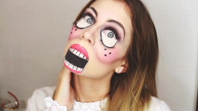 Trucchi per Halloween viso, ragazza con make up da bambola assassina e blush rosa