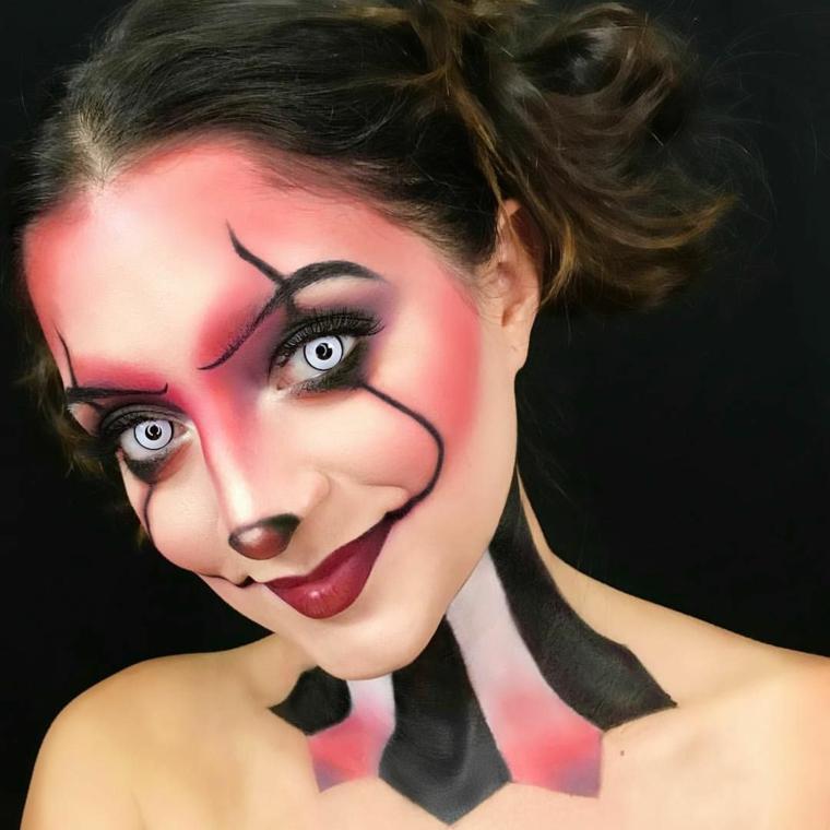 Trucco Halloween ragazza, make up da pagliaccio con blush rosa, naso e rossetto rosso