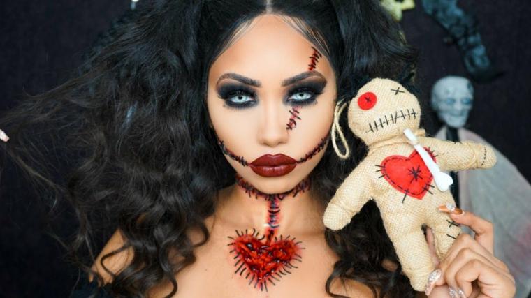 Trucco Halloween ragazza travestita da bambola voodoo con tagli sul viso