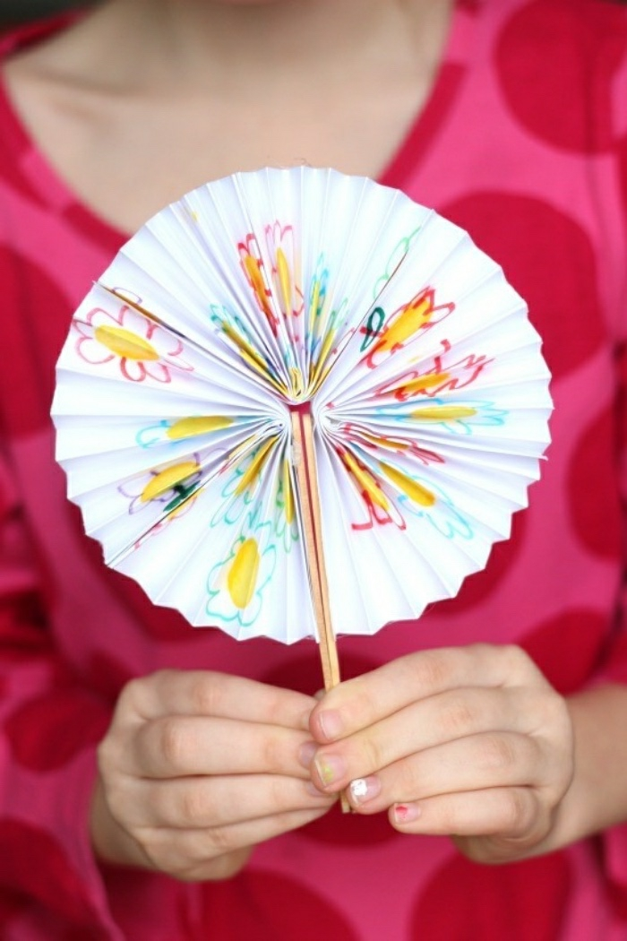 Un ventaglio per l'estate realizzato con il disegno dei vostri bambini