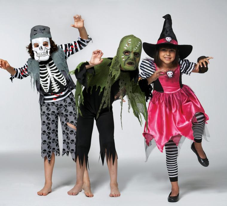 Idea travestimento per Halloween di bambini come pirati, zombie e streghe