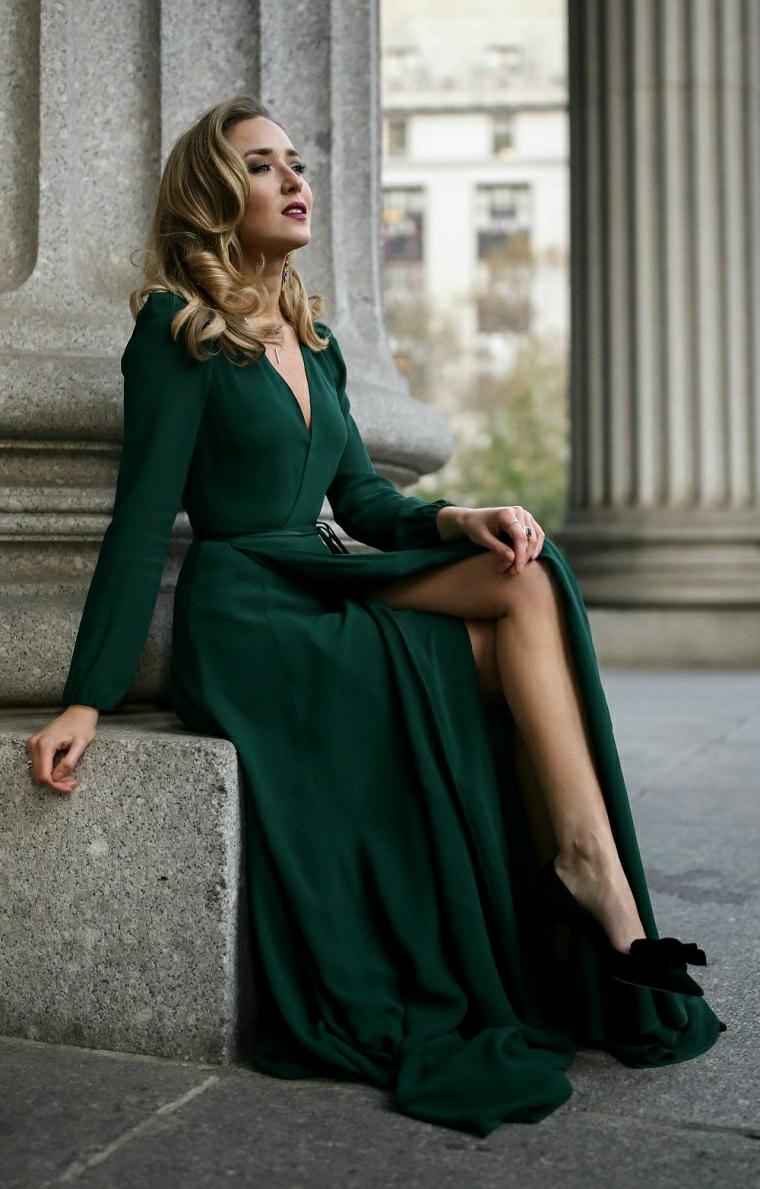 Abiti da cerimonia lunghi, una proposta con vestito di colore verde e spacco davanti