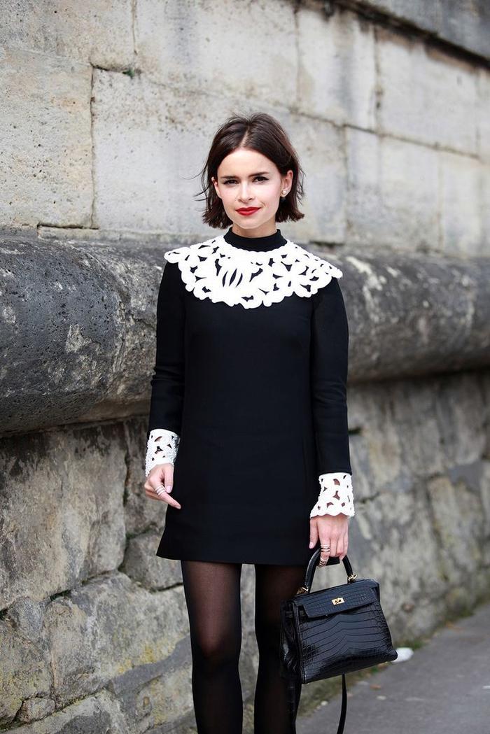 Taglio corto donna e acconciatura a caschetto con riga centrale e abito nero