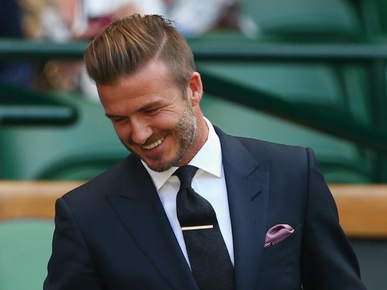 Tagli capelli corti uomo e un'idea con rasatura laterale e pompadour per David Beckham