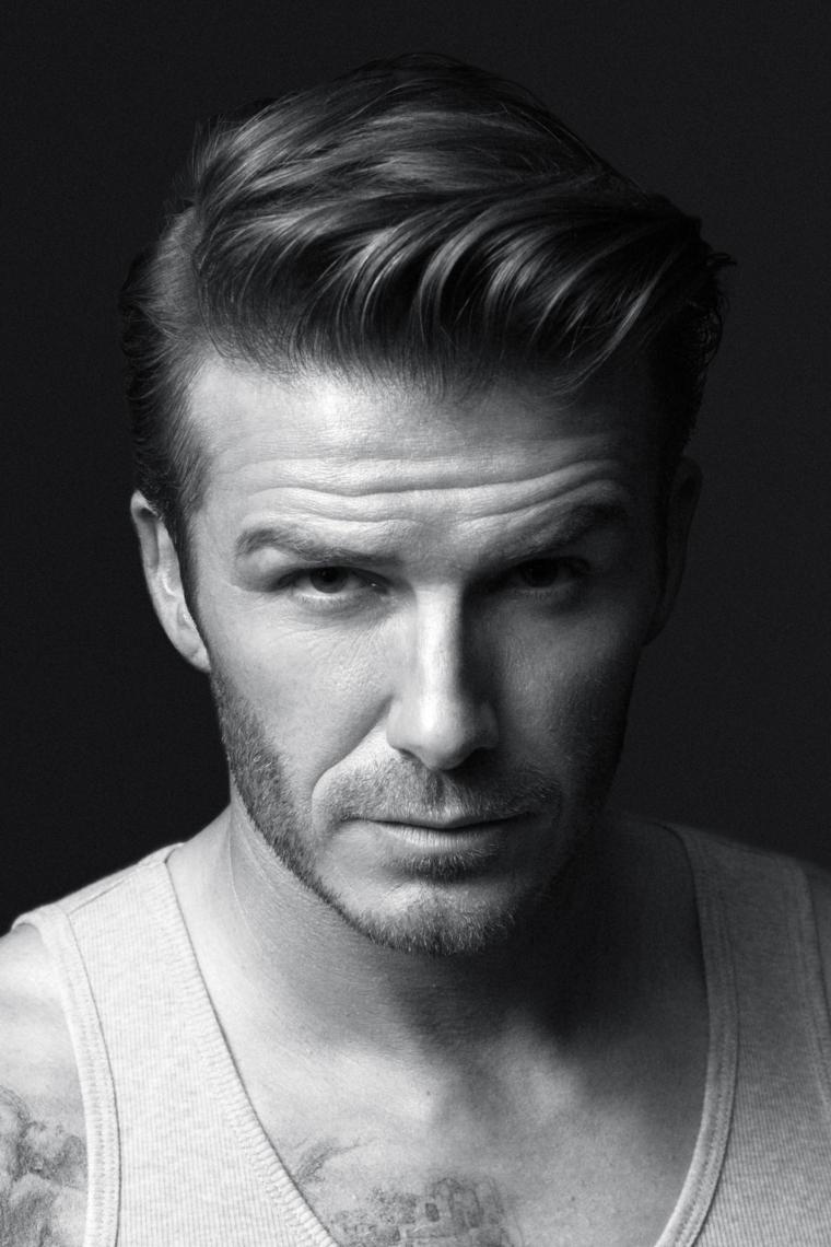 Capelli rasati uomo ai lati e una pompadour senza volume per il calciatore David Beckham