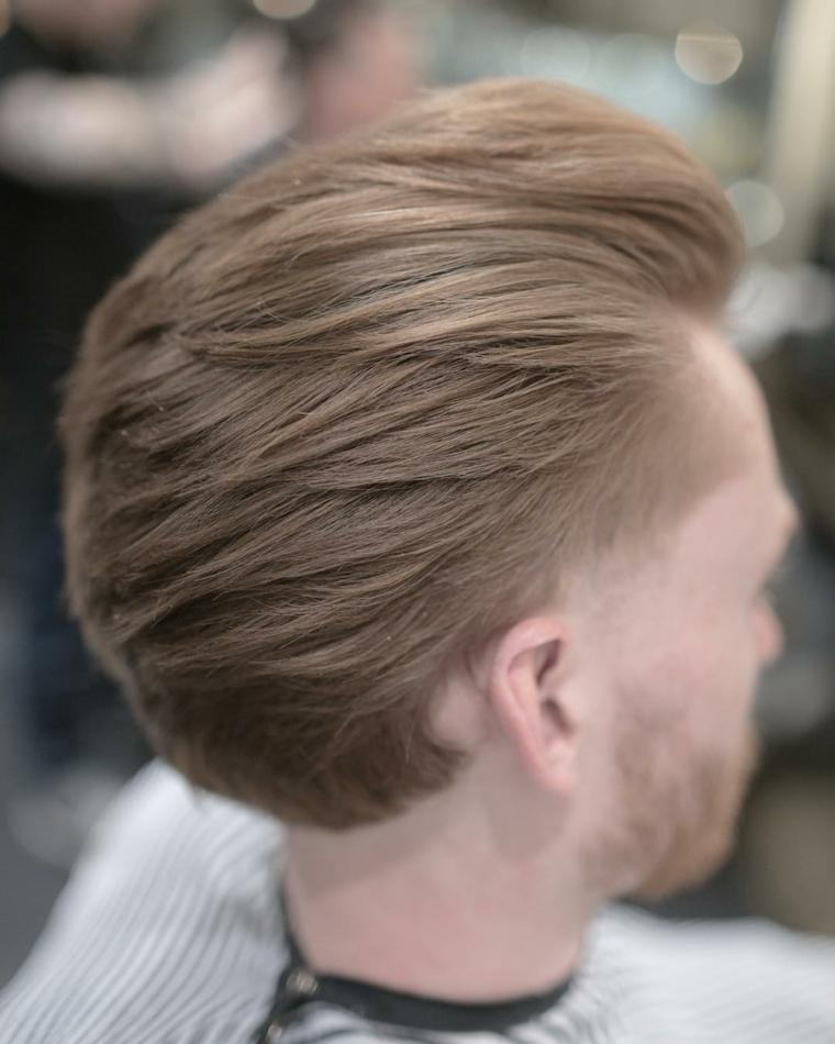 Idea per dei tagli capelli corti uomo di colore biondo tirati indietro