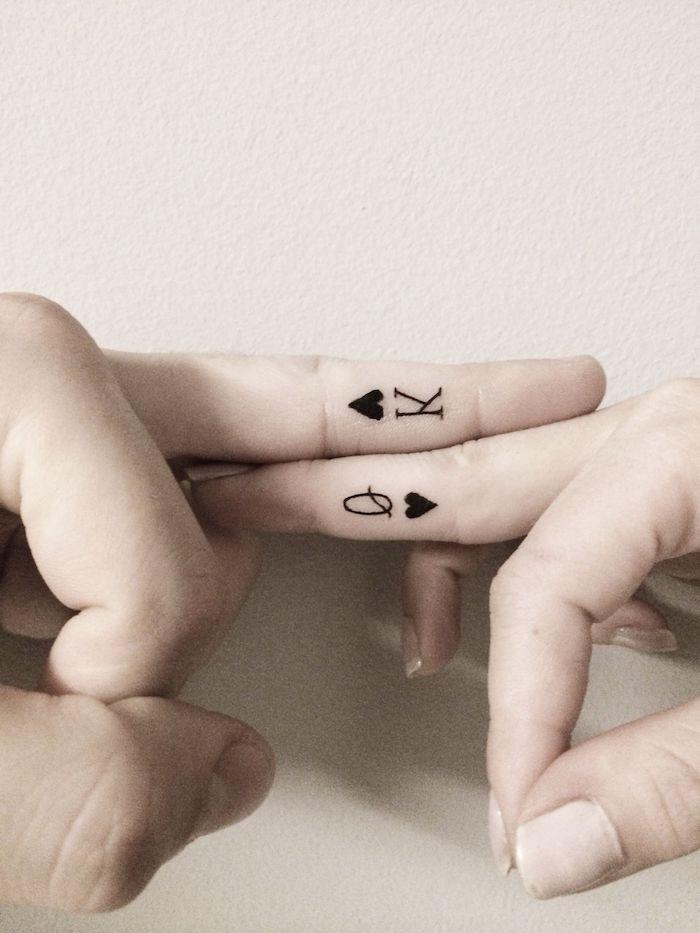 Idea per un tatuaggio di coppia, lettere tattoo con i simboli delle carte da gioco