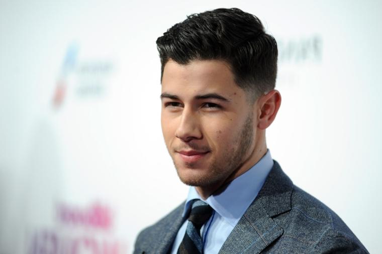 Sfumature capelli uomo e un'idea proposta dal cantante Nick Jonas