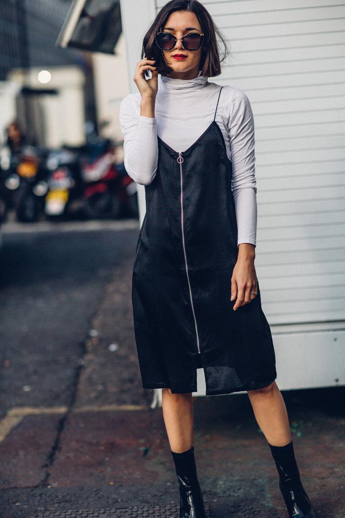 Tagli corti femminili e un'idea con ragazza vestita con abito di velluto nero e maglietta bianca