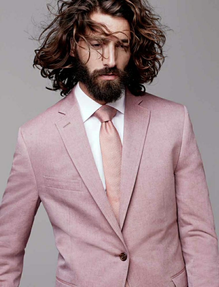 Idea per dei tagli di capelli uomo molto lungo e di colore castano con riflessi più chiari