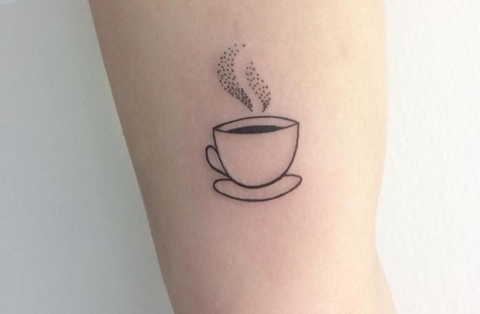 Idee per dei tatuaggi discreti e una proposta con il disegno di una tazzina da caffè
