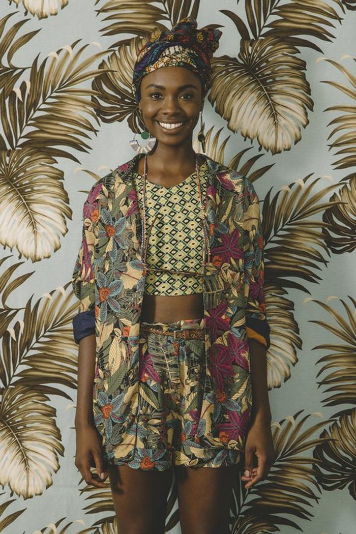 Stoffe africane e un'idea di abbigliamento con pantaloncini corti e giacca abbinata