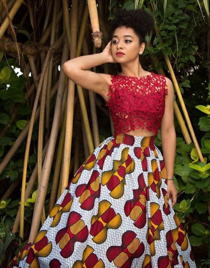Stoffe africane e un'idea di abbigliamento con gonna lunga e top in pizzo